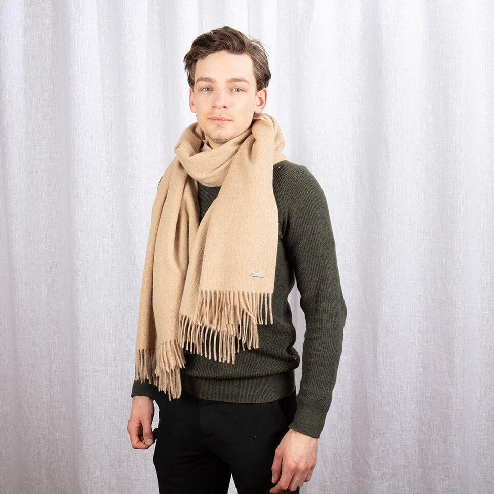 Stor beige halsduk med fransar