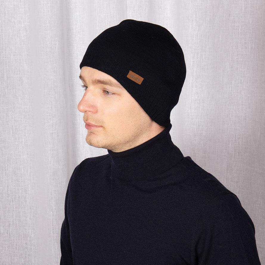Navyfärgad mössa i hjälmmodell för extra bra passform