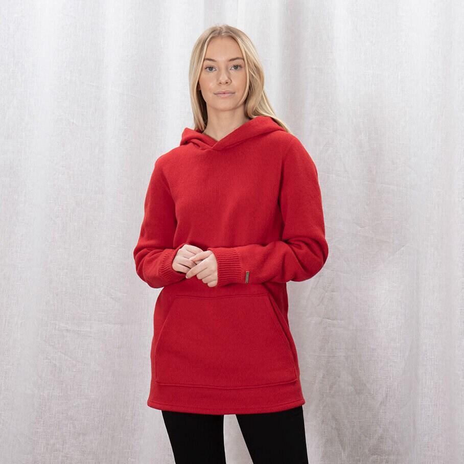 Röd stickad hoodie med magficka och luva