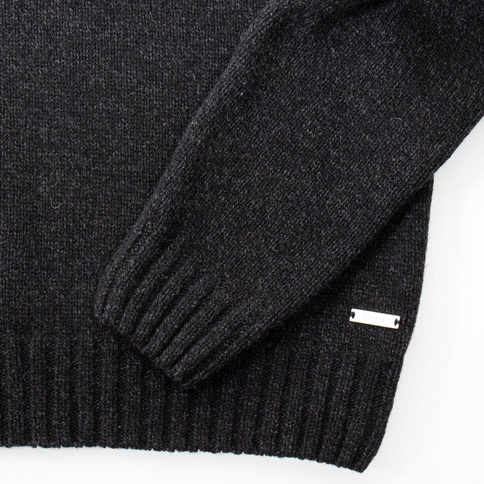 Mörkgrå stickad tröja för herr, närbild på ribbade muddar och Sätila-label